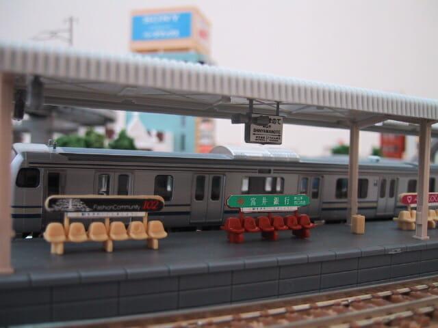 鉄道模型E217系とホーム