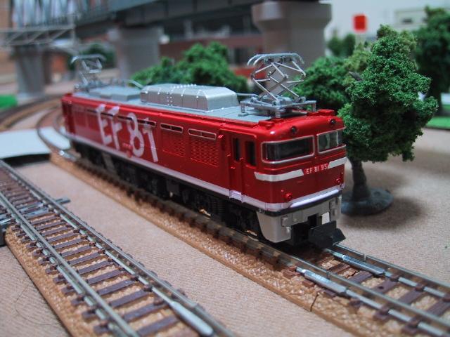 EF81形電気機関車(レインボー塗装)