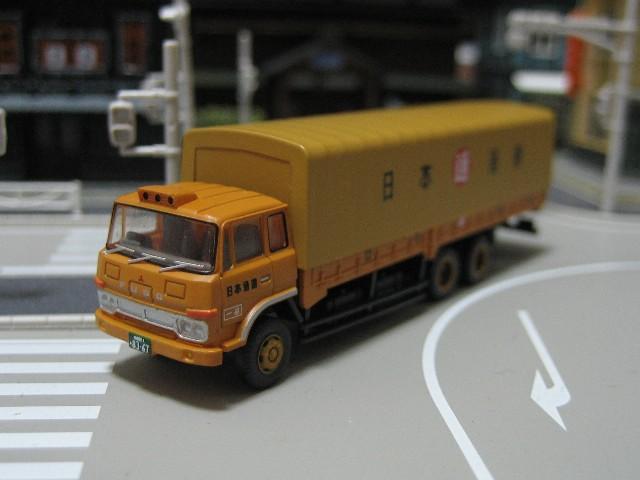 トラック(日通幌付き)